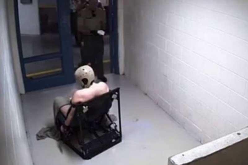 Βίντεο σοκ: Δεσμοφύλακες γελούν κοιτώντας έναν κρατούμενο να ξεψυχάει