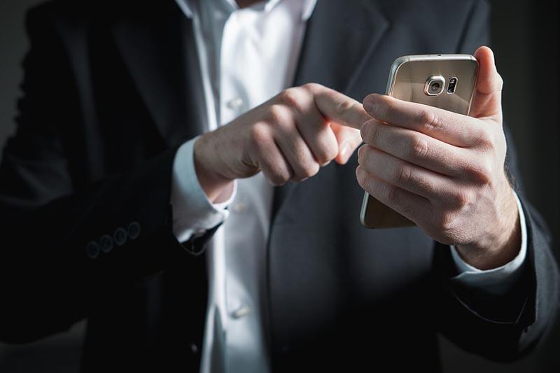 Νέα μελέτη δείχνει πόσο εθισμένοι είμαστε στο κινητό μας