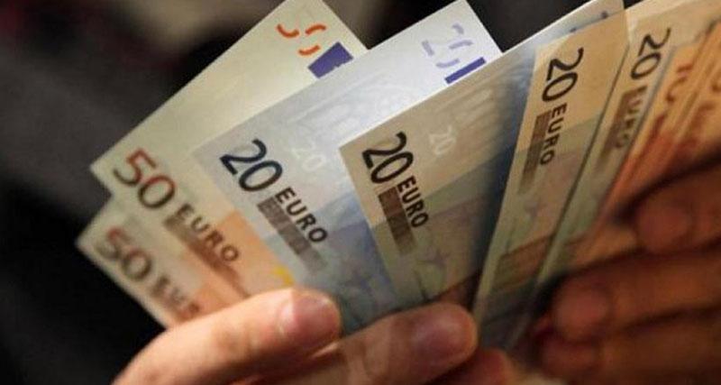 Μειώνεται το όριο για συναλλαγές με μετρητά