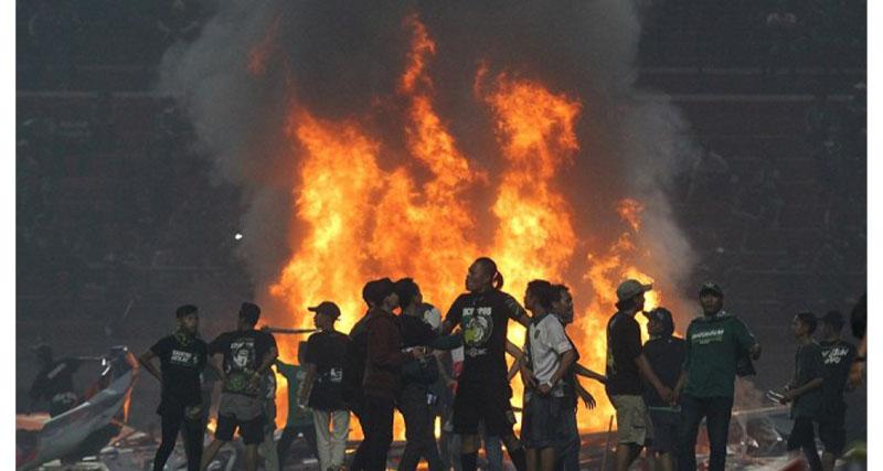 Τα έσπασαν όλα οι οπαδοί στην Ινδονησία (vid)