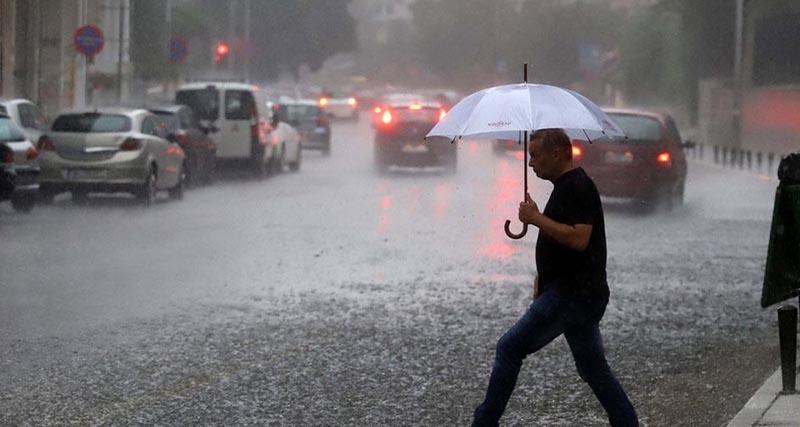 Έκτακτο δελτίο επιδείνωσης καιρού: Βροχές, καταιγίδες και χαλάζι μέχρι την Τρίτη