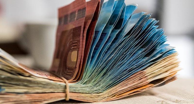 Τέλος τα μετρητά, στα 300 ευρώ από 500 ευρώ το όριο των συναλλαγών